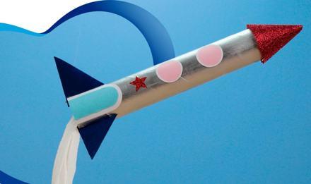 Aprende el paso a paso de este fácil cohete espacial con el tubo de tus toallas de cocina Regio® 🪐💫.
